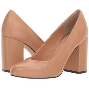 LIKE NEW Nude Bella Vita heels